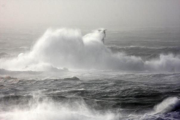 ОСТРОВ-МАЯК - САМЫЙ МАЛЕНЬКИЙ ОСТРОВ В МИРЕ Остров Бишоп (Скала бишоп, Бишоп-Рок), что на юго-западе Великобритании (архипелаг Силли), считается (по авторитетному мнению и решению Книги рекордов