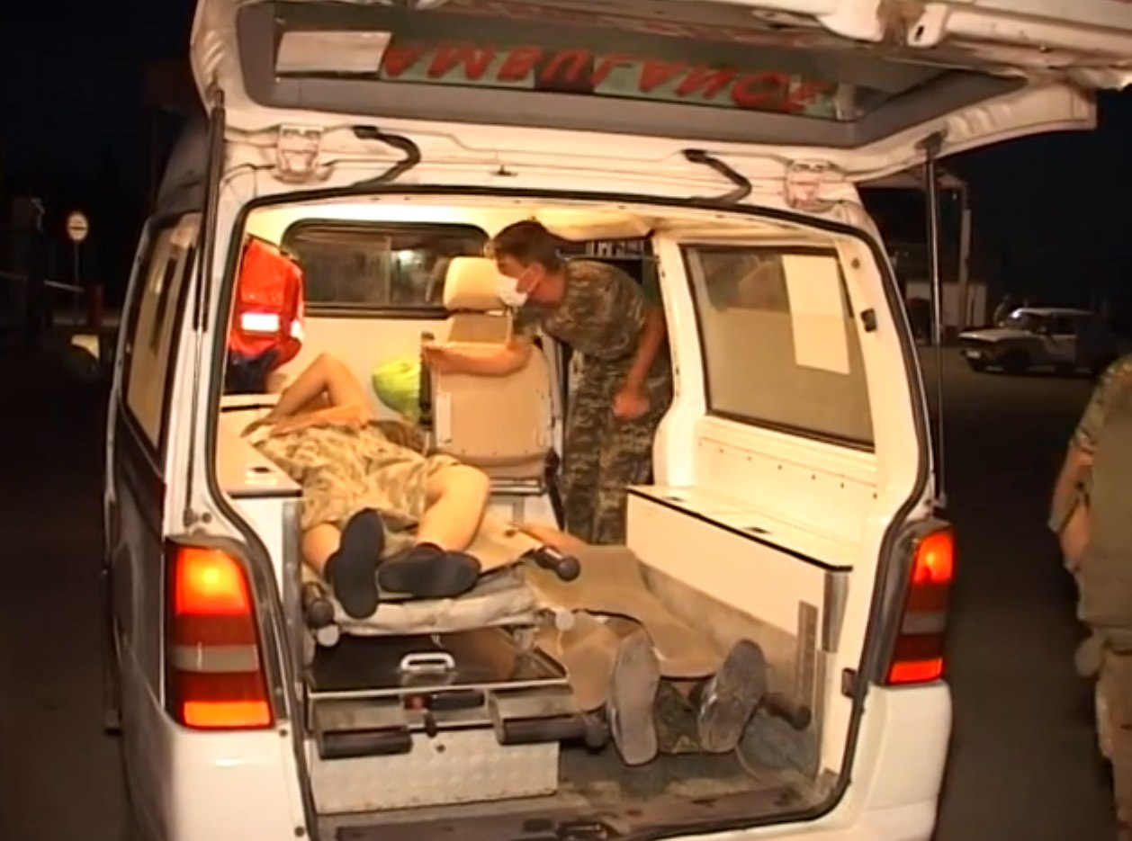 Таганрогские пограничники помогли раненым бойцам нацгвардии эвакуироваться из окружения в ЛНР. ВИДЕО