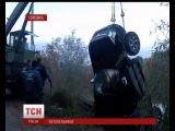 На Сумщине спасатели вытащили из пруда джип-утопленник