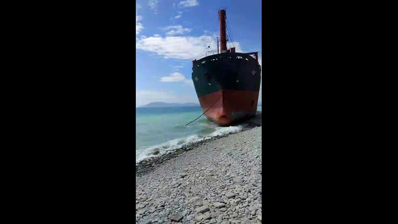 Годзилла покоцала корабль