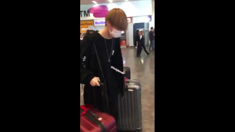 [VIDEO] 180923 IST Atatürk Airport (VICTON)