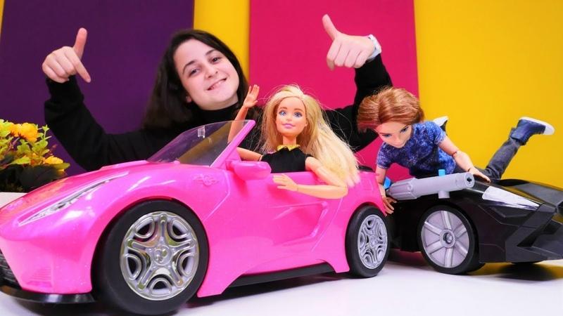 Barbie oyunları. Ken, Barbie geciktiğinden araba alıyor.