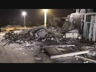 Всё, что осталось от стены дома на Кандагарской после взрыва