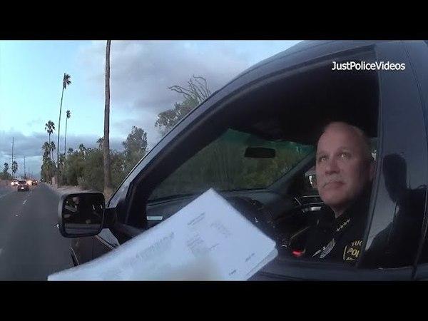 В Тусконе , Штат Аризона , офицер остановил своего шефа полиции