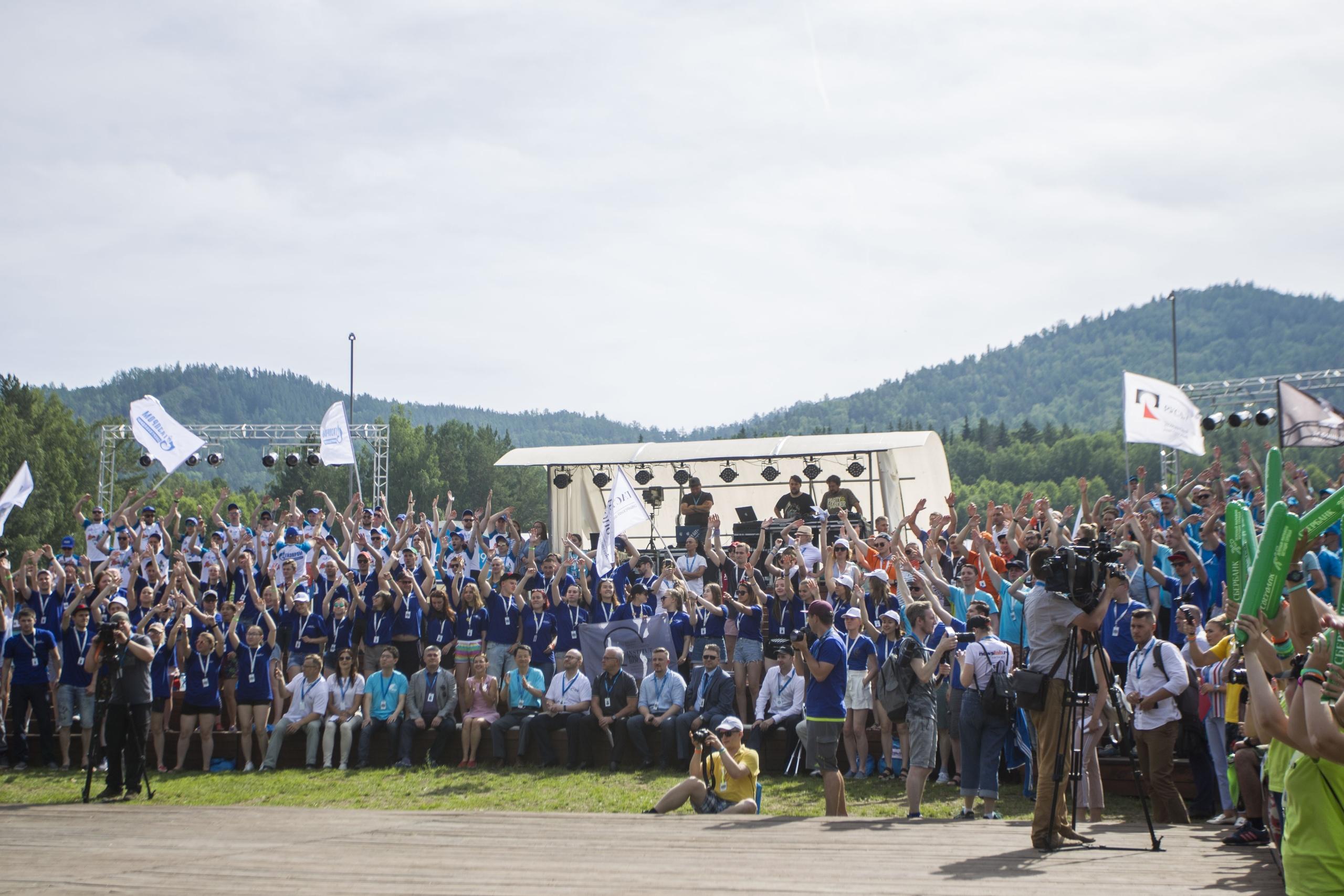 """Слоган молодых энергетиков на ТИМ «Бирюса»: «Мы — энергетика страны! Мы нашей Родине верны! Мы все готовы развиваться! Мы — """"Бирюса-2019""""!»"""