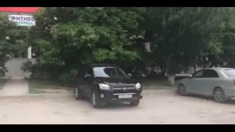 Парковка перед клубом Фитнес Матрица