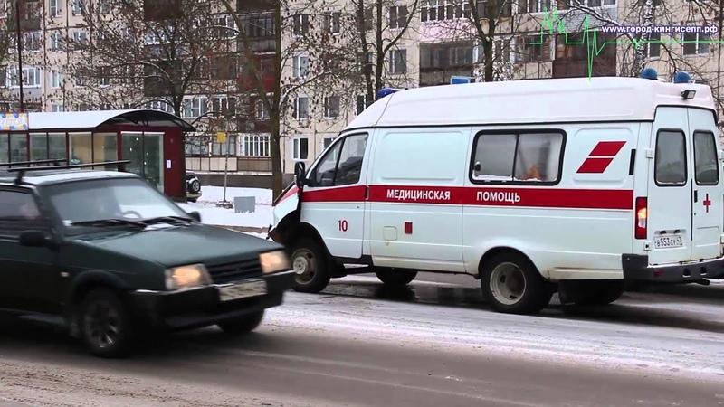 Автомобиль Скорой помощи попал в аварию на Крикковском шоссе в Кингисеппе