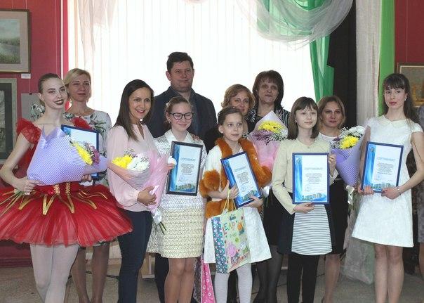 Стипендии мэра Усть-Илимска получили одарённые учащиеся в области культуры и искусства