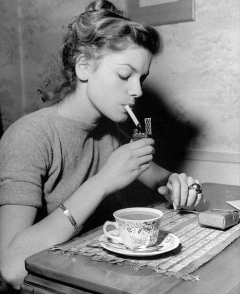 Лорен Бэколл и её не очень-то полезный завтрак.