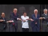 «Лебединое озеро» в Маниле: как мировые лидеры пожали друг другу руки на открытии саммита АСЕАН
