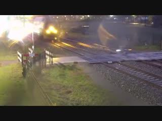 Два велосипедиста за неделю едва не попали под поезд на одном и том же переезде в Нидерландах