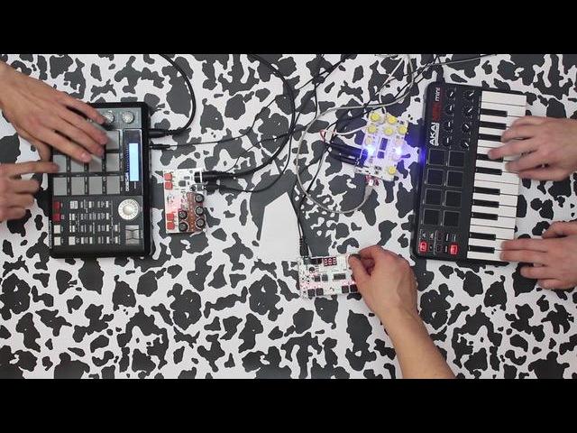 MicroGranny frauAngelico ^[xor] synth prototype