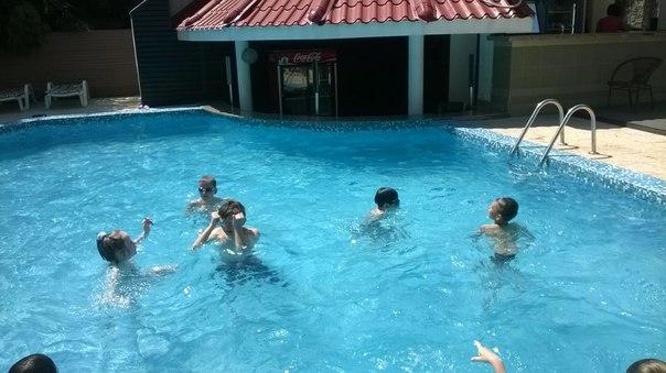 летний лагерь в бассейне