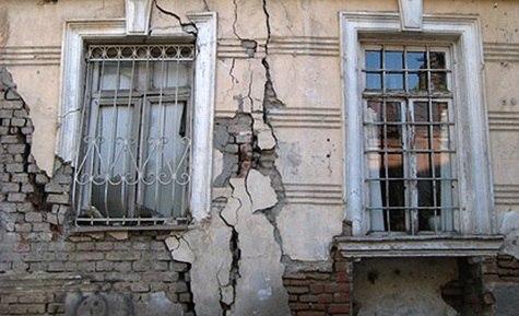 Прокуратура Таганрога защитила жилищные права семьи, таганрожцев переселят из аварийного дома