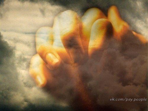 Спасибо, БОГ, за то что вновь приходит день, Что зреет хлеб, и что взрослеют дети. Спасибо, БОГ, тебе за всех родных людей, Живущих на таком огромном свете. Спасибо, БОГ, за то, что этот щедрый век Звучал во мне то радостью, то болью За ширь Твоих дорог, в которых человек, Все испытав, становится собою. За то, что Ты река без берегов, За каждую весну Твою и зиму, За всех друзей и даже за врагов Спасибо БОГ. За все Тебе спасибо! За слезы и за счастье наяву, За то, что Ты жалеть не перестанешь…