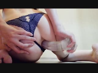 Girl fucks herself in the ass with a big dildo in front of a webcam- porno sex toy anal минет solo домашнее русское любительское
