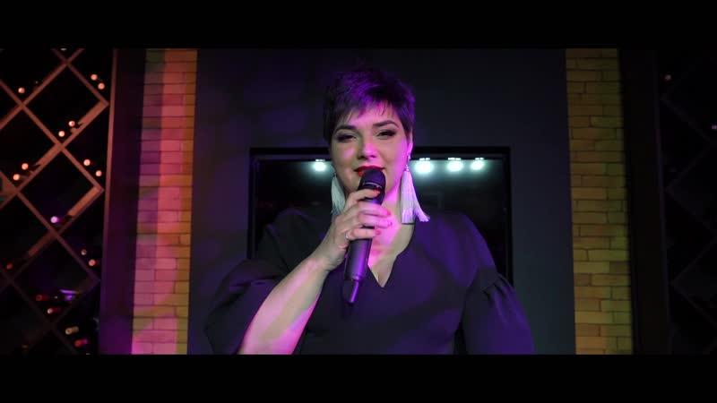 Ведущая певица Марина Жукова