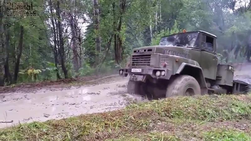 КРАЗ и ЗИЛ 131 по глубокой луже Russian off-road
