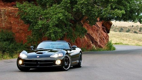 Dodge Viper SRT10 Heffner Twin Turbo, 2004 Максимальная скорость: 375 км/ч Разгон до 100 км/ч: 3.5 сек Мощность двигателя: 1196 л.с. Объем и тип двигателя: 8188 см³; 8.3 л. V10 Вес автомобиля: 1685 кг Привод: RWD