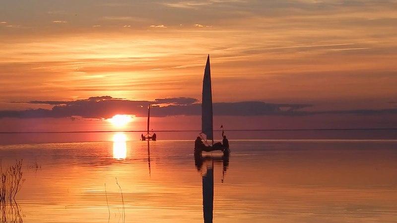 Паруса, соловей, закат. Озеро Ильмень 2016 май.