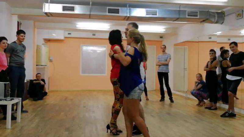Semba. Танец с двумя партнершами и ведение наоборот.