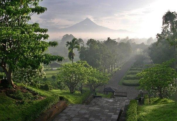 Район буддийского храма Боробудур, Индонезия