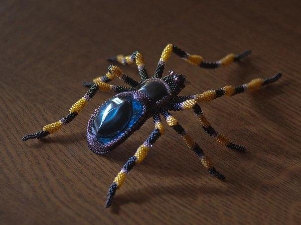 схема плетения из бисера паука-птицееда.