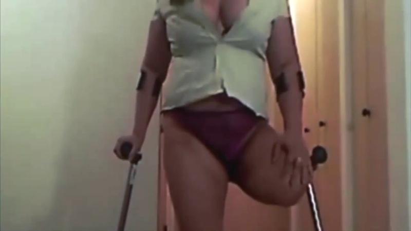 Lak girl crutching