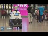 Робот-полицейский патрулирует вокзал