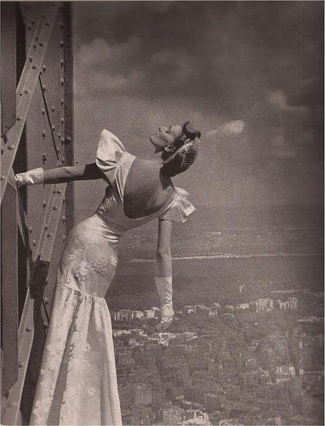 Фотосессия на вершине Эйфелевой башни в Париже.
