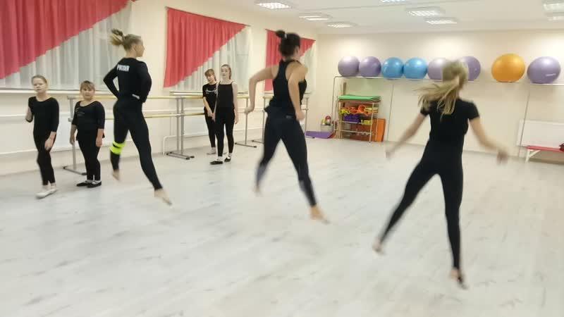 Тренируем прыжки. Детский театр Танца и СветоТени Plazma. Студия Пируэт. Петрозаводск
