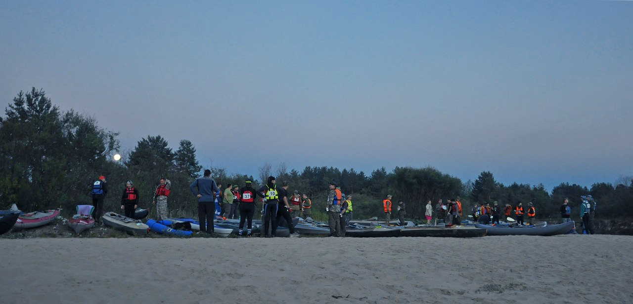 Суда участников на стартовом пляжике