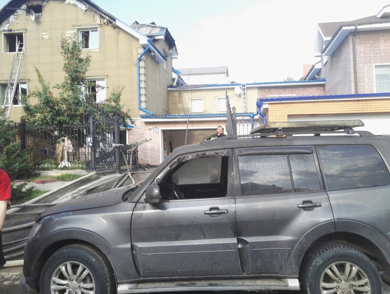 В Ершовском районе Иркутска сгорели внедорожник и коттедж