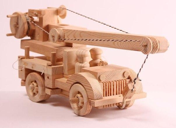 Модель крана из дерева