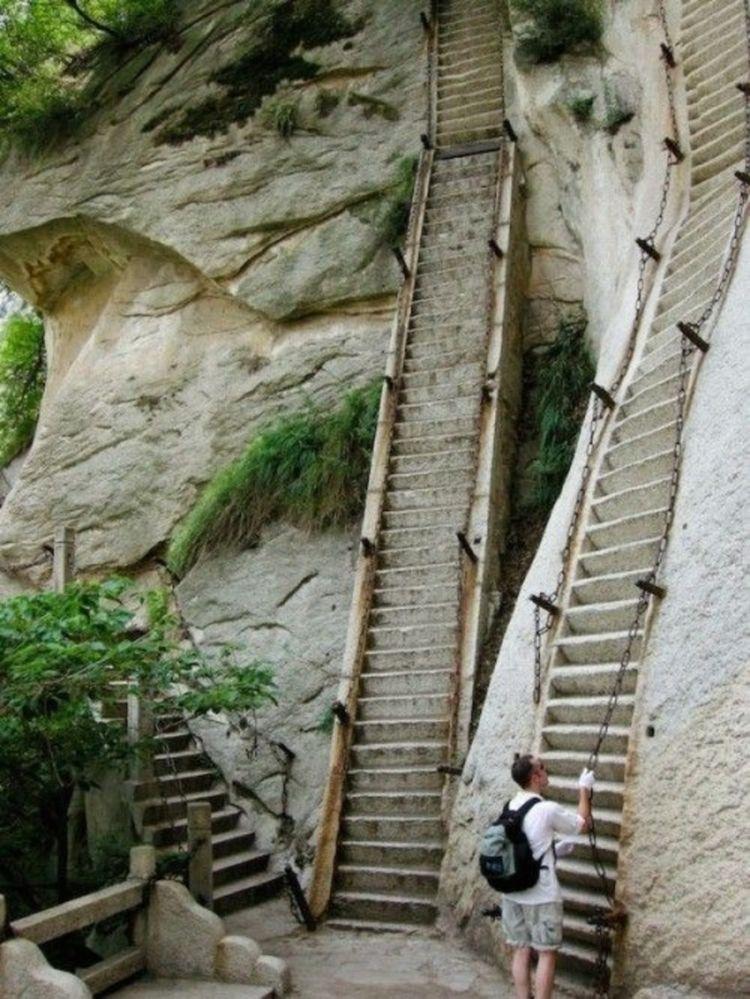 Китай, гора ХуашаньЭто одна из пяти священных гор...
