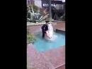 В Сочи голая женщина купается в фонтане и признается в любви Андрею 06.04.18