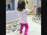 Ангелина танцует
