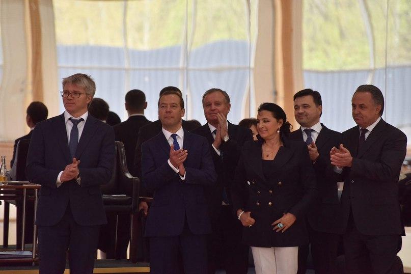 В Химках перед выездным совещанием под руководством Д.А. Медведева по подготовке олимпийского резерва и сборных страны. Подмосковье - одна из крупнейших баз для тренировок и проведения сборов спортсменов самого высокого уровня  #спорт #нашеподмосковье