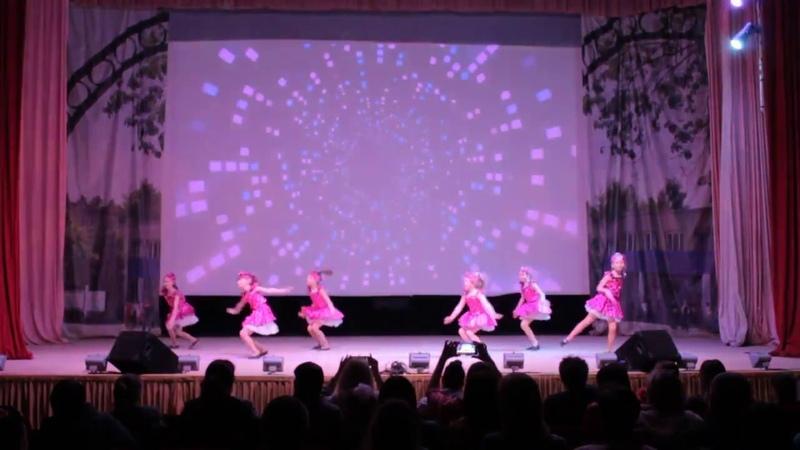Танец стиляги на отчётном концерте.