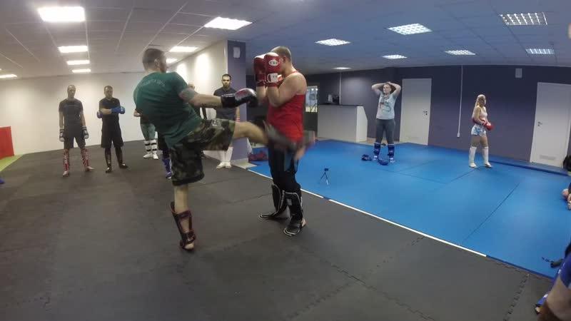 Ноги мидл-кик