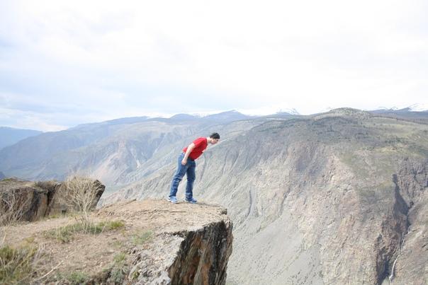 Смотрю высоко ли падать. Высоко.