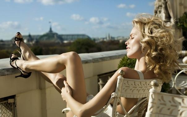 Как Сима Петровна замуж подумывала Дом Симы Петровны загнут буквой «Г». Живет Сима на пятом, окнами во двор, первый от угла балкон, – тот, что выделяется обилием цветов, которые она обожает: