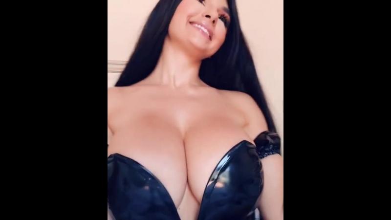 Потрясная брюнетка с шикарной грудью порно секс эротика попка booty anal