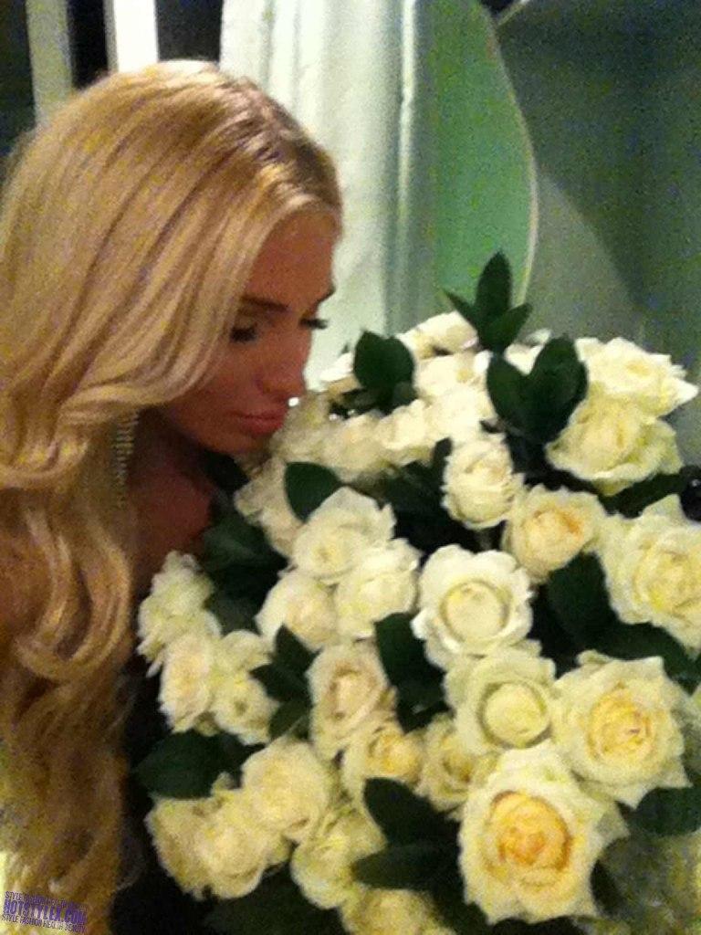 Фото шикарные блондинки с цветами