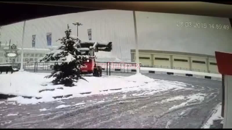 ДТП в Красной поляне с участием снегоуборочной техники