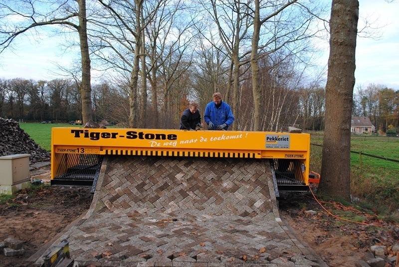 Машина Tiger Stone, печатающая кирпичами