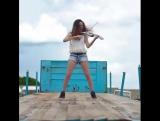 Caitlin De Ville – Subeme La Radio