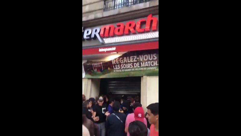 Французы празднуют победу на чемпионате грабежами и беспорядками
