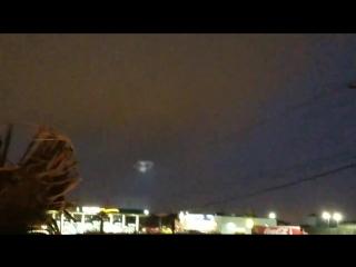 ..??...снято в Ларедо, Техас 26/09/2018....видео Angel De Leon -..было совершенно облачно, что это за белый свет?..