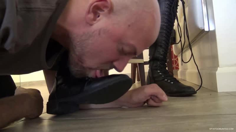 Раб лижет сапоги своей жены после прогулки видео, русское порно с верой брежневой смотреть онлайн